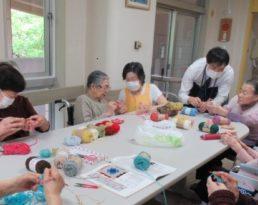 編み物教室でコースター作り